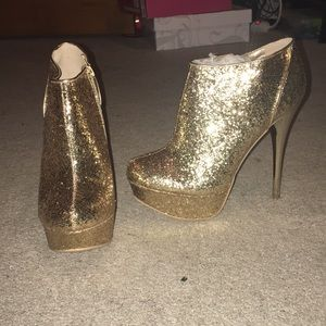 All glitter gold shoe with 5inch heel